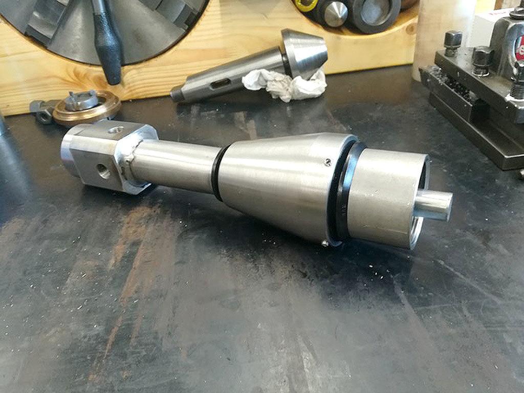 Trubaustragungssystem zur Reinigung eines Edelstahltanks. Konstruiert und gefertigt für Brauerei.